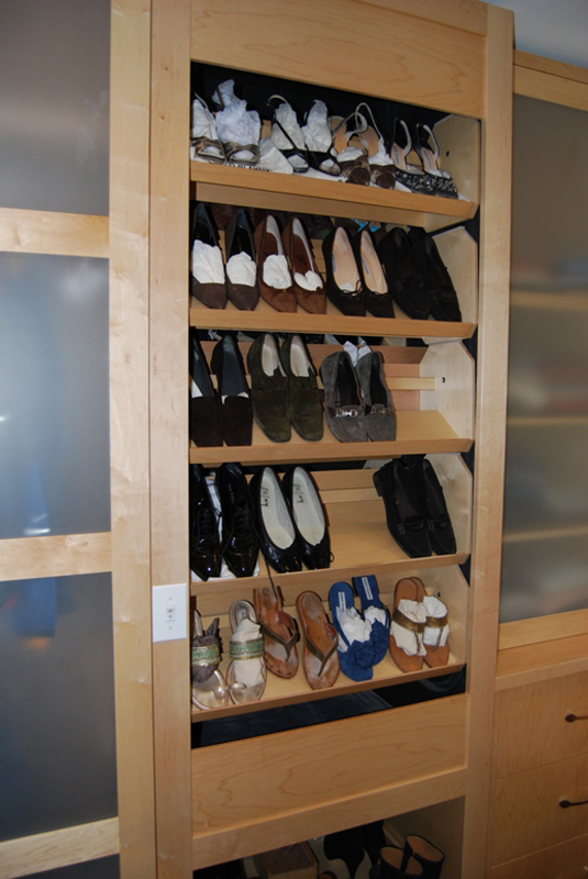 shoe storage with automatic shelves
