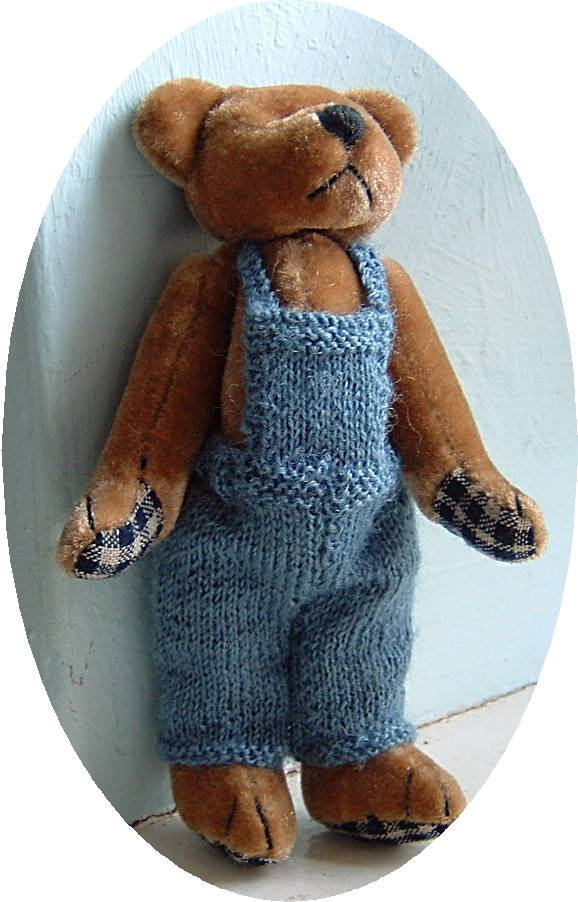 Knitting pattern for bears dungarees – Buttercup Miniatures