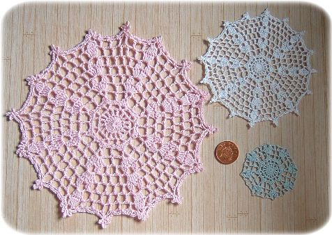 pattern for tablecloth and doilies