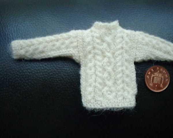 Pattern for dolls jumper