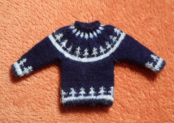 Miniature knitted jumper