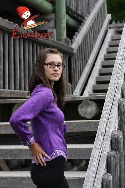Violet Sweater Chandail Violet 2