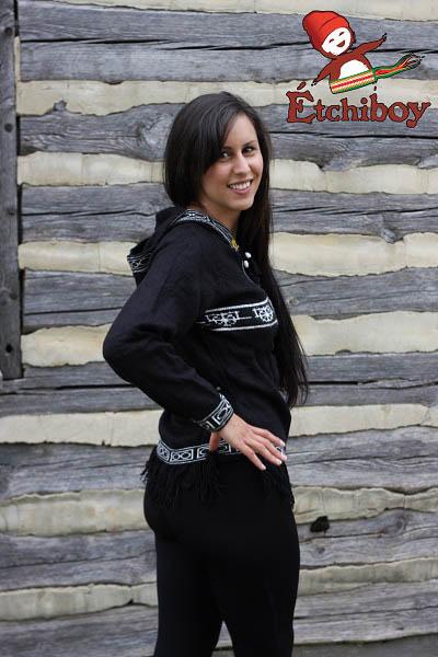 Hooded Black Sweater With Red River Cart Chandail Noir Avec Capuchon Avec Charrette 2