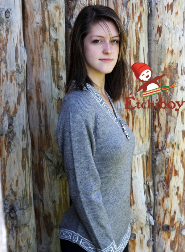 Grey Sweater Chandail Gris 1