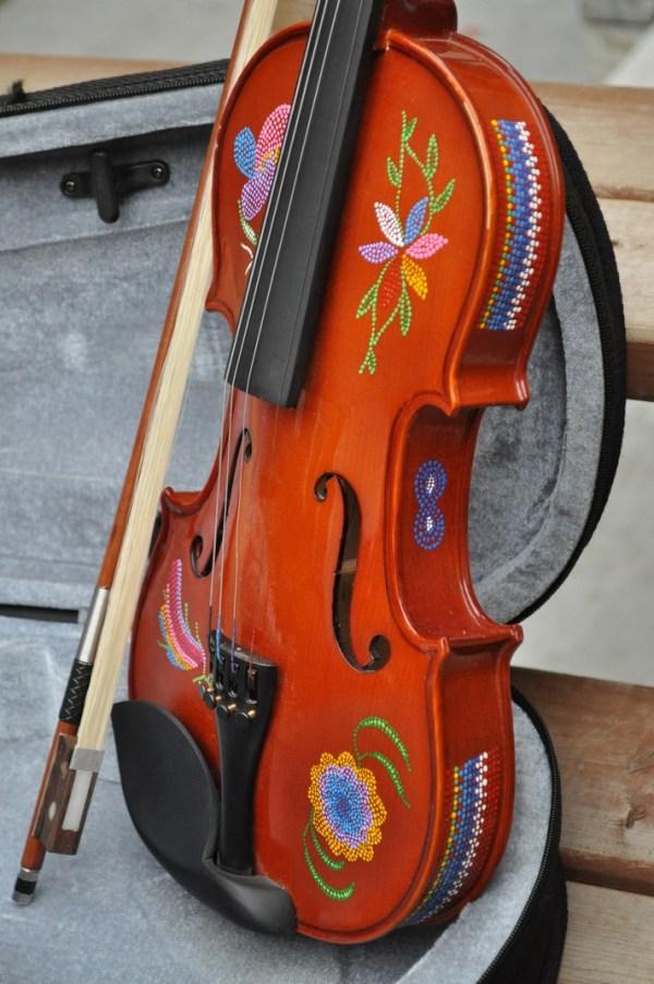 Fiddle With Metis Beadwork Design Violon Avec Dessin de Perlage Metis - Pattern/Modèle -13 3
