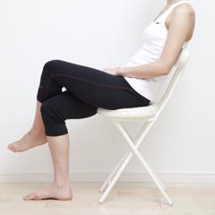 O脚の原因として脚を組む姿勢