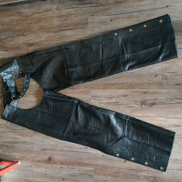 """SCREAMING EAGLE Leather Riding CHAPS ( Thigh Circumf. Size 26"""" )"""