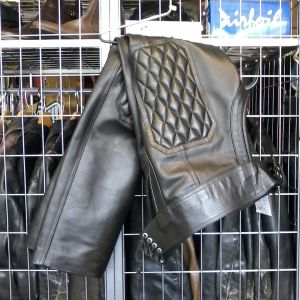 """LEATHERS BERLIN Leather Fancy CHAPS ( Thigh Circumf. Size 18"""" )"""