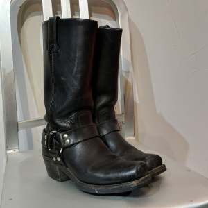 FRYE Harness 12R Leather BOOTS   26813