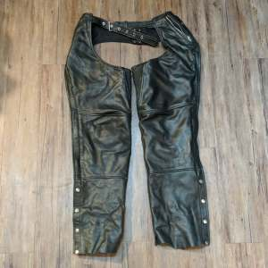 CMC Classic Leather CHAPS | 27254