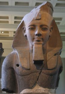640px-Egypt-statue