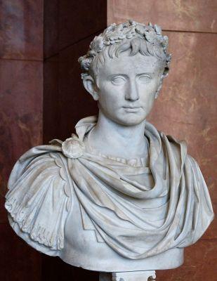 800px-Augustus_Prima_Porta_Louvre_Ma1247_n2