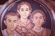 Valentiniano III, con la madre Galla Placidia e la sorella Giusta Grata Onoria (Brescia, Museo di Santa Giulia).