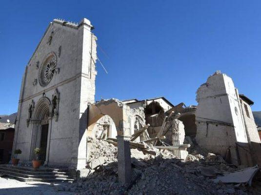 3b. Basilica di San Benedetto a Norcia, dopo il terremoto. Photo: Alessandro Delpriori, Matelica