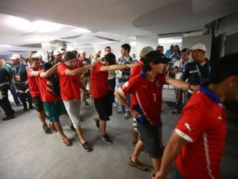 "La ""Marea Roja"" irrompe in sala stampa"