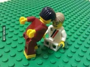 La testata di Pepe a Muller in versione Lego
