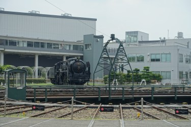 Steam locomotive and turntable