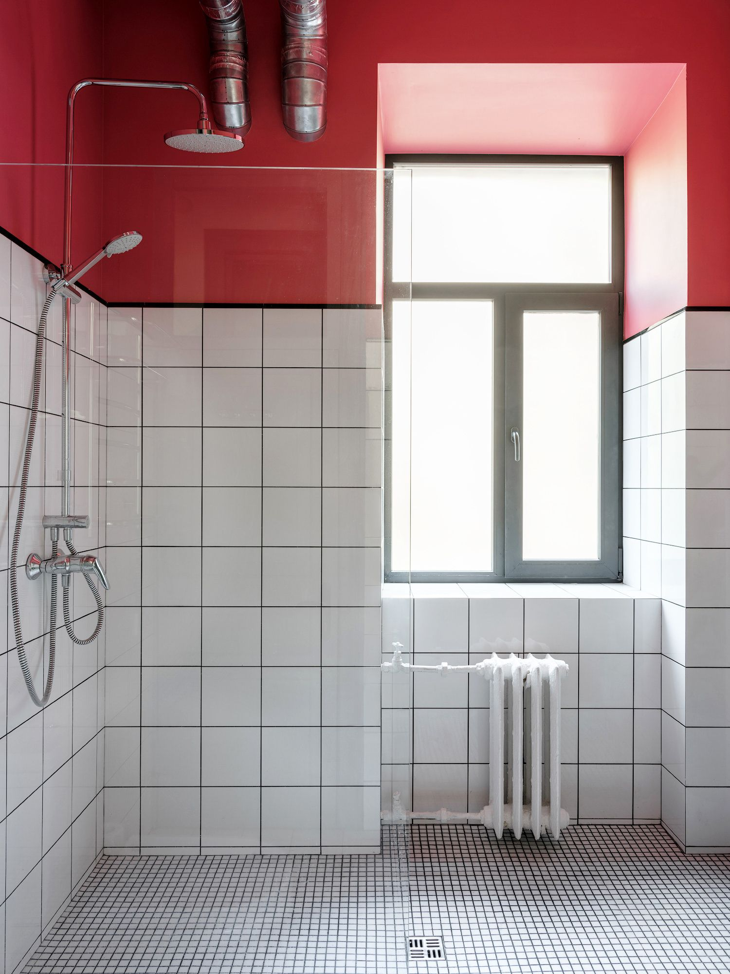 How to decorate a small bathroom and still save space ... on Simple Bathroom Designs For Small Spaces  id=36343