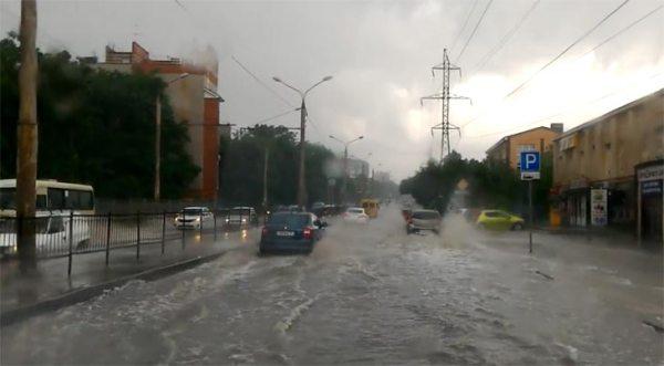 В Ростове-на-Дону ливень подтопил центр города. Видео ...