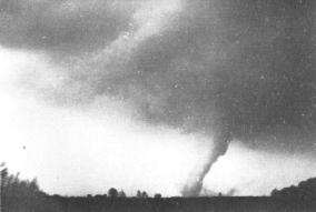 The La Paz tornado minutes before Robert Chandler's famous photograph.