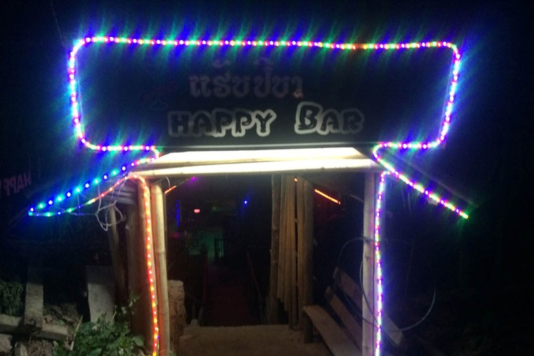 Slow boat to Luang Prabang: Happy Bar, overnight in Pakbeng