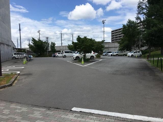 佐久市市民交流センター駐車場の様子