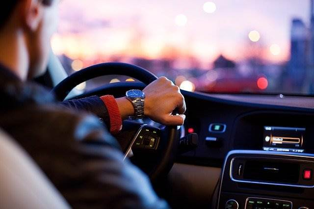 ขับรถ ให้ประหยัดน้ำมัน