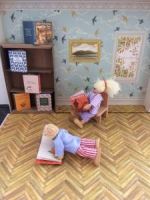 Dolls reading my Minaiature Library - Story Snug