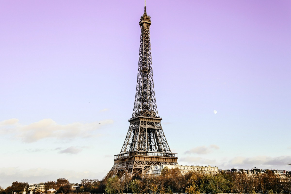 Cheap hotel near eiffel tower in paris holidays oo for Hotels by the eiffel tower