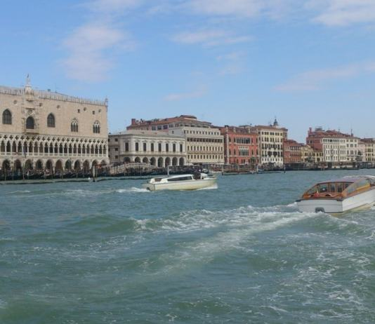 Heading to Venice & looking for some inspiration? Todays featured traveler, Eliana Pellegrino, shares her quick Venice travel tips from her recent trip. Click through to read now...