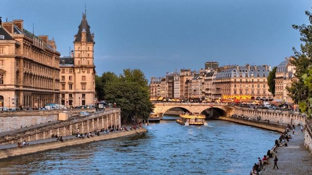 Pont Saint-Michel - Paris travel tips