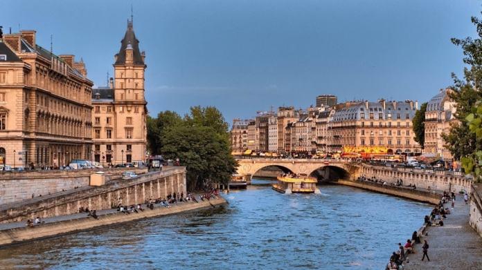 Pont Saint-Michel - Paris travel tips