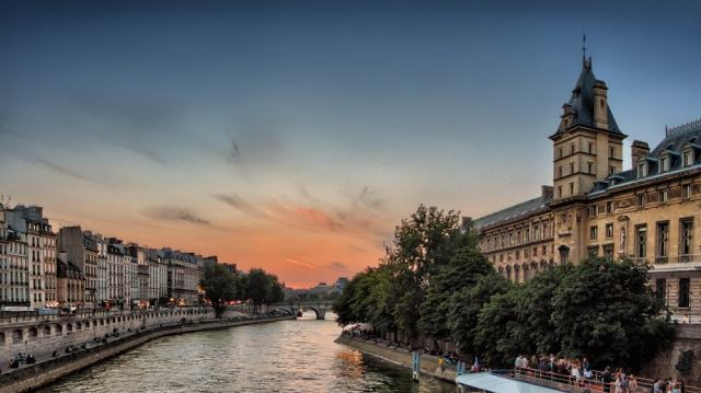Seine river - Paris travel tips