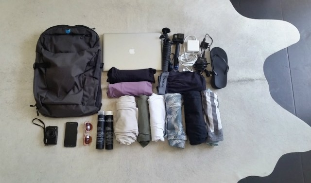 Best bag for digital nomads - Minaal Carry-on 2.0 bag review: what can fit inside?