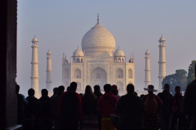 Taj Mahal - 10 reasons to travel to India