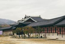 Just finished university & want to travel, but don't have the money? Well, spend a year getting paid to teach English in South Korea. It's brilliant!