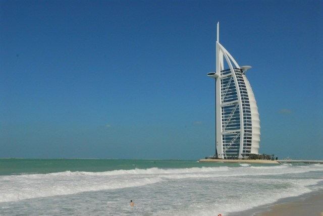 Reasons to travel to Dubai - The beaches