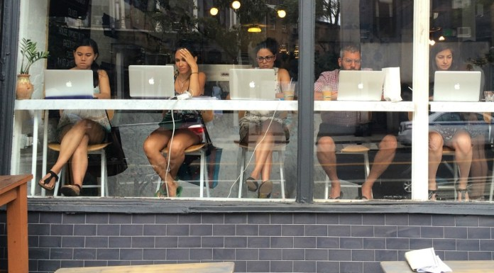 Having a digital nomad career is a dream. I adopted this lifestyle recently & I'm loving it! I only wish I knew these 5 things before I got started...