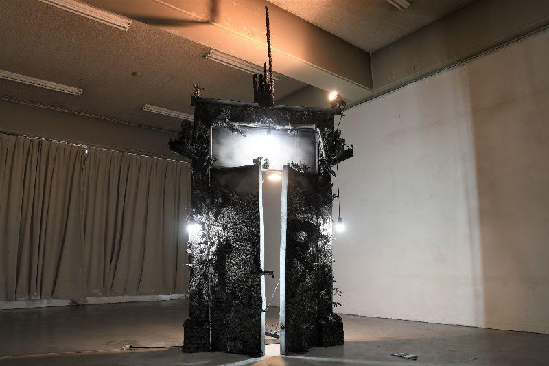 中国・西安出身の現代美術家、馬嘉豪が祖国と文化浄化を嘆く個展〈燎〉開催