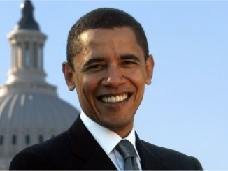Когда вы подчиняете свою жизнь исключительно тому, чтобы срубить побольше денег, это показывает определенную убогость амбиций.  Барак Обама