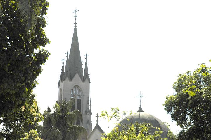 Então esta seria uma solução para o caso de nosso assunto de interesse fosse a igreja em meio às árvores.