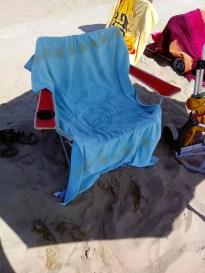 12:28 - Mein Platz am Strand. Nun ging es zurück, kurz duschen um das Salzwasser und den Sand abzuwaschen.