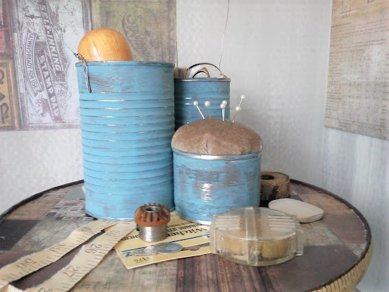 Repurposed tin can pin cushion caddy | tin can sewing tote | stowandtellu.com