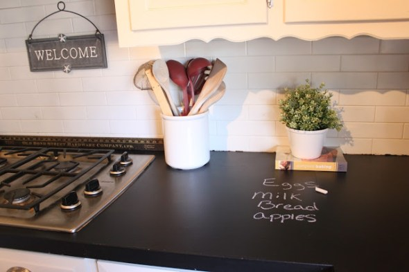 5 diy rustic faux countertops-chalkboard-painted-countertop-marchorchid-blogspot