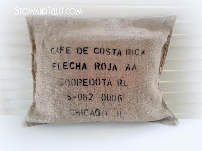 no-sew-burlap-coffee-bean-sack-pillow-http://www.stowandtellu.com