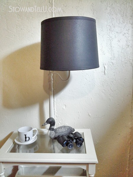 left-over-primer-painted-table-lamp-makeover-http://stowandtellu.com