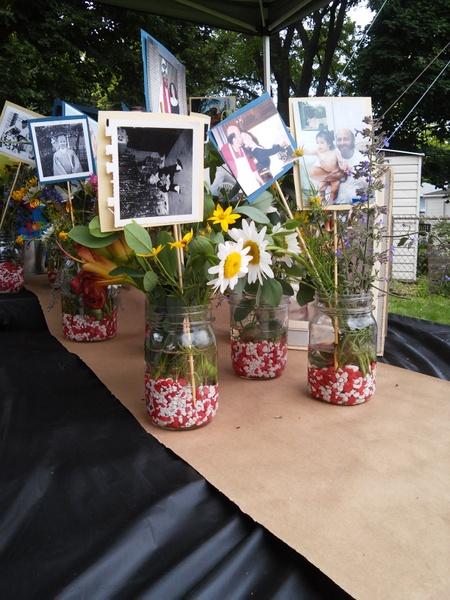 wedding-floral-idea-fish-tank-gravelfilled-jars