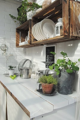 faux-kitchen-pantry-wall-crate-idea