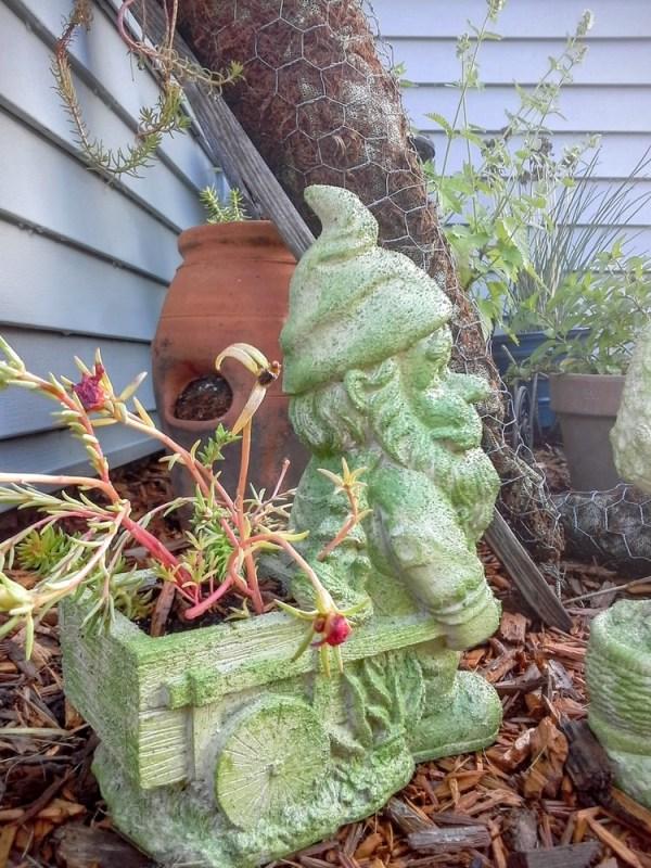 outdoor-paint faux-fake moss - StowandTellU.com