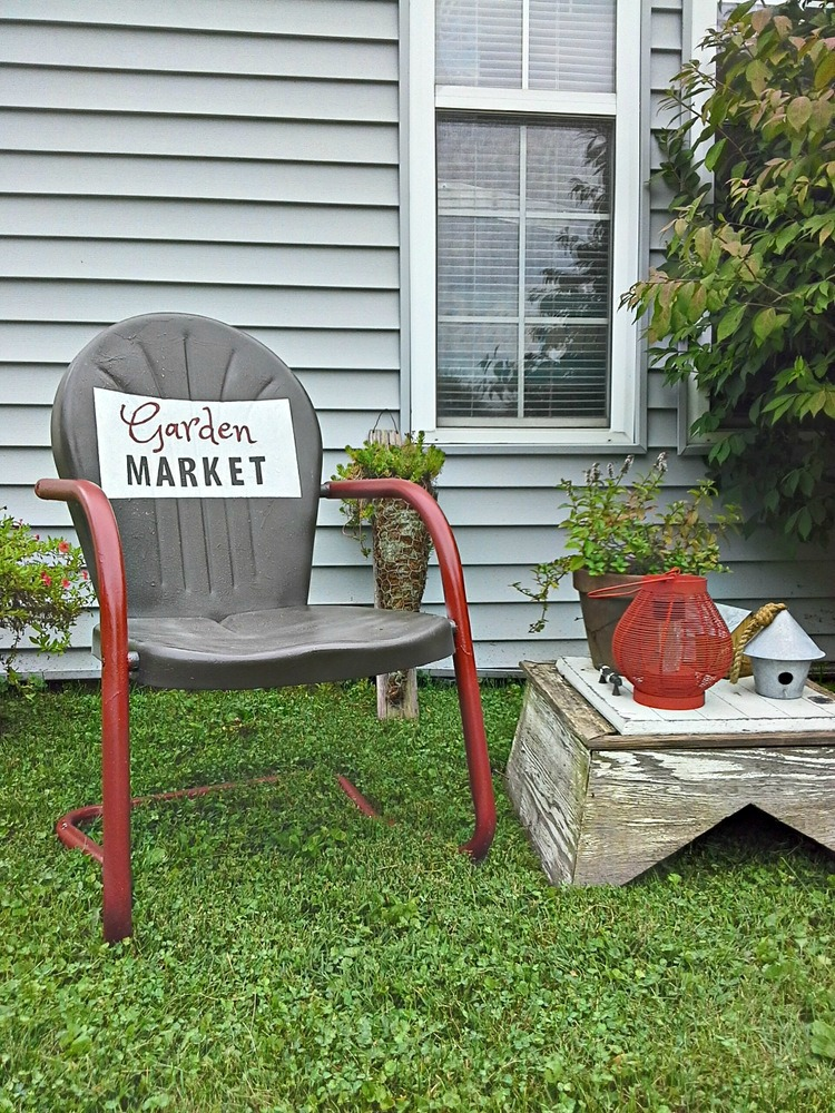 Two Tone Vintage Metal Lawn Chair With Sign   Stowandtellu.com